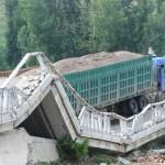 1-bridge-collapse