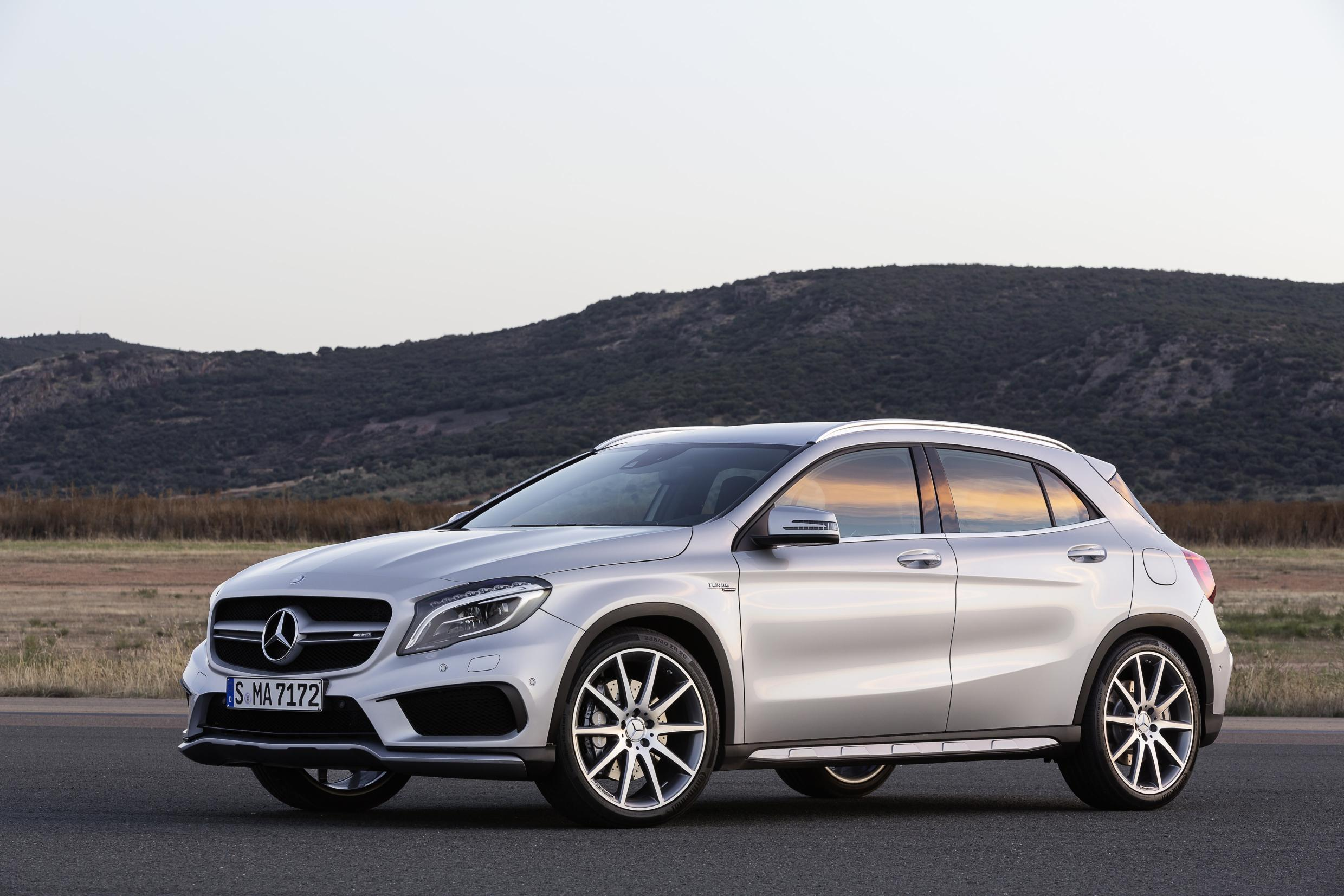 mercedes gla 45 amg new crossover merc has all round performance. Black Bedroom Furniture Sets. Home Design Ideas