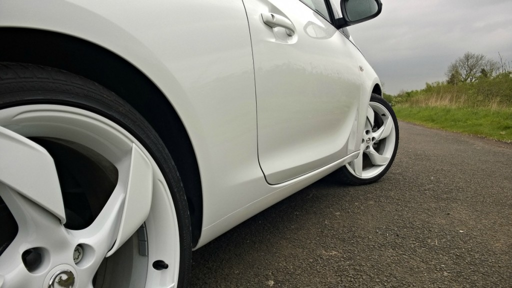 Wheels and side detail in Vauxhall Adam White Edition