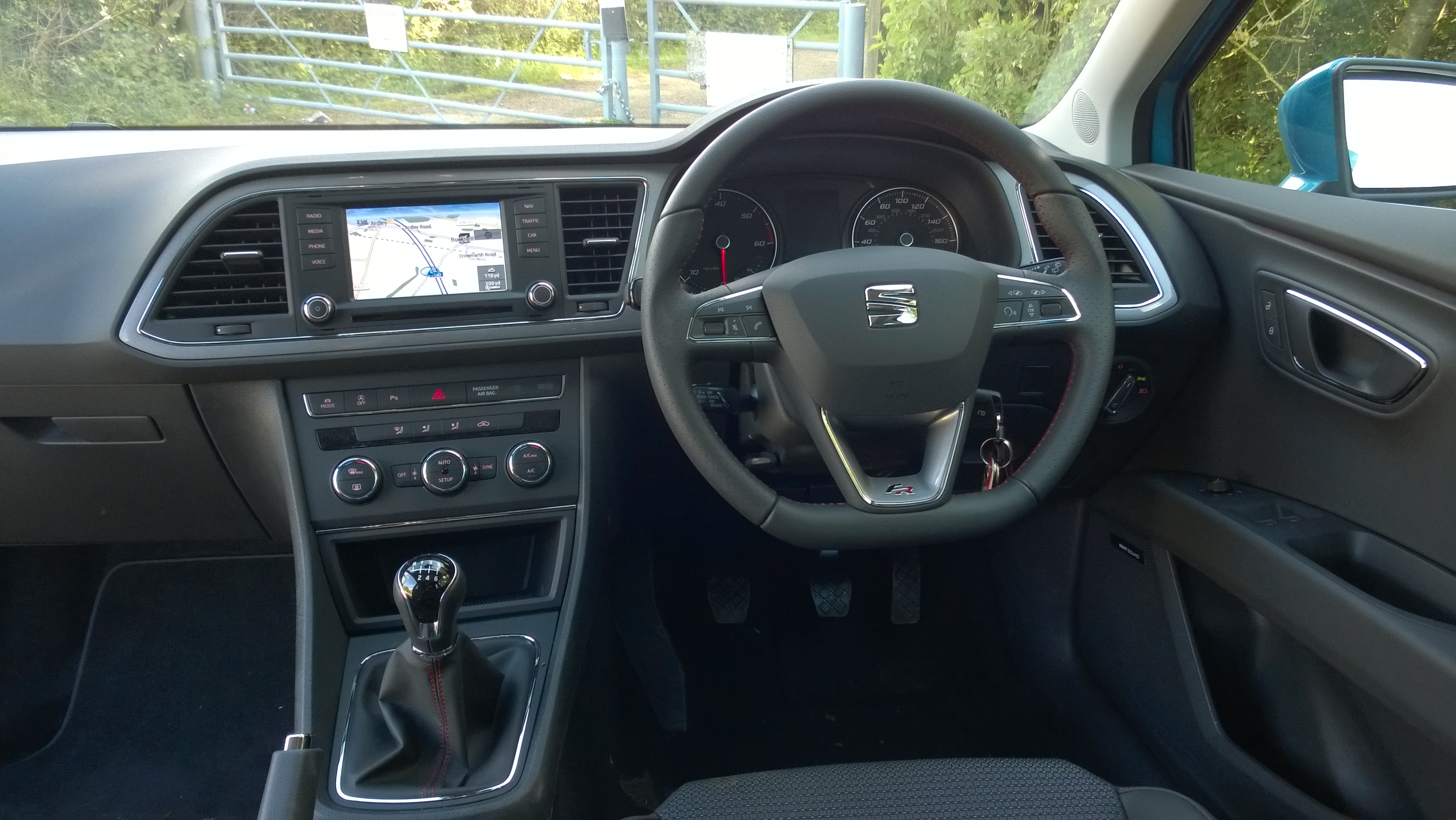 Seat leon fr full on the road review for Seat leon interior