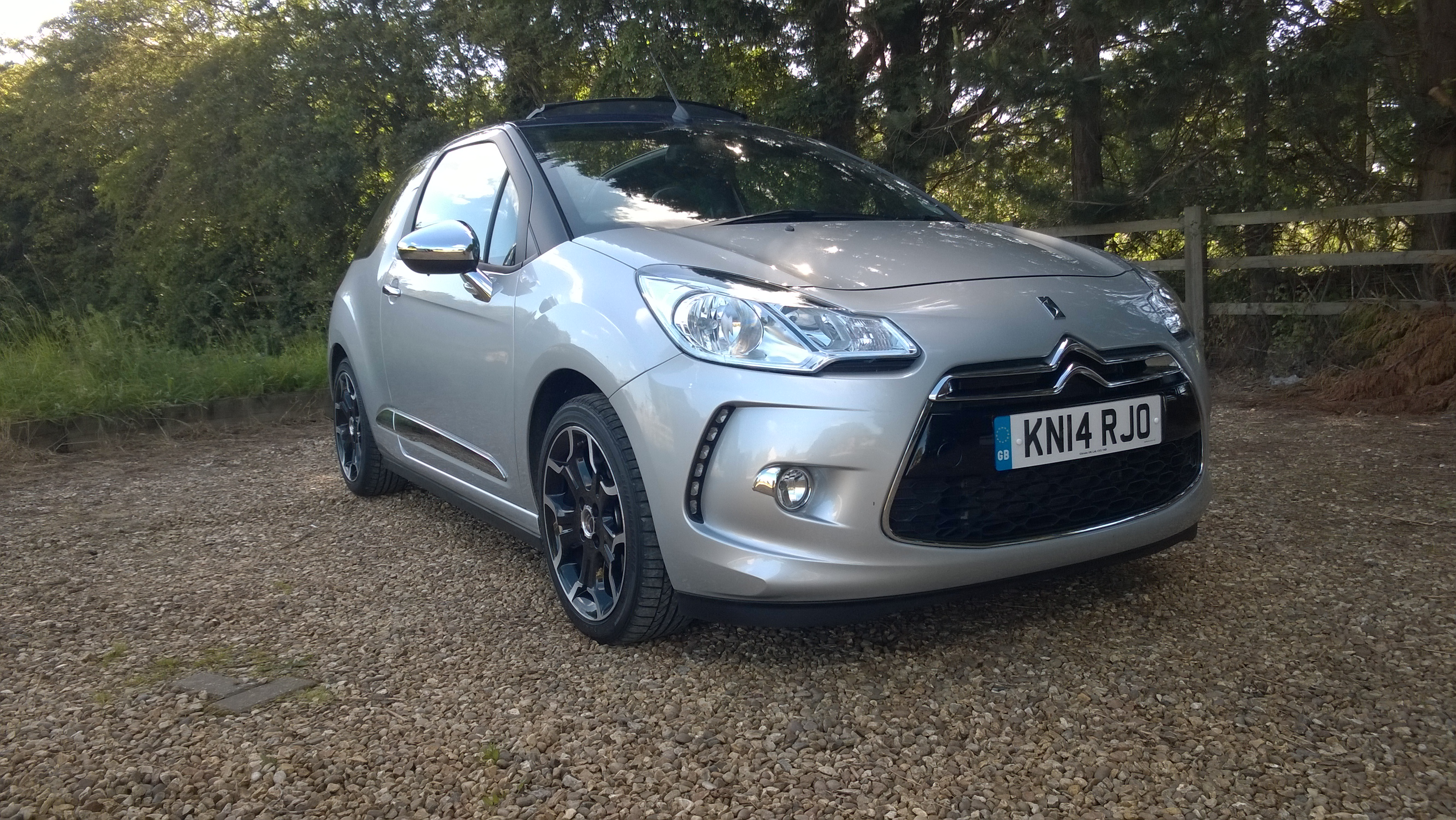 citroen ds3 cabrio full on the road review. Black Bedroom Furniture Sets. Home Design Ideas