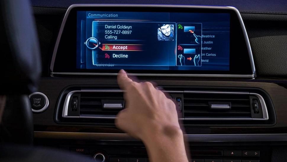 BMW's iDrive adds gesture control
