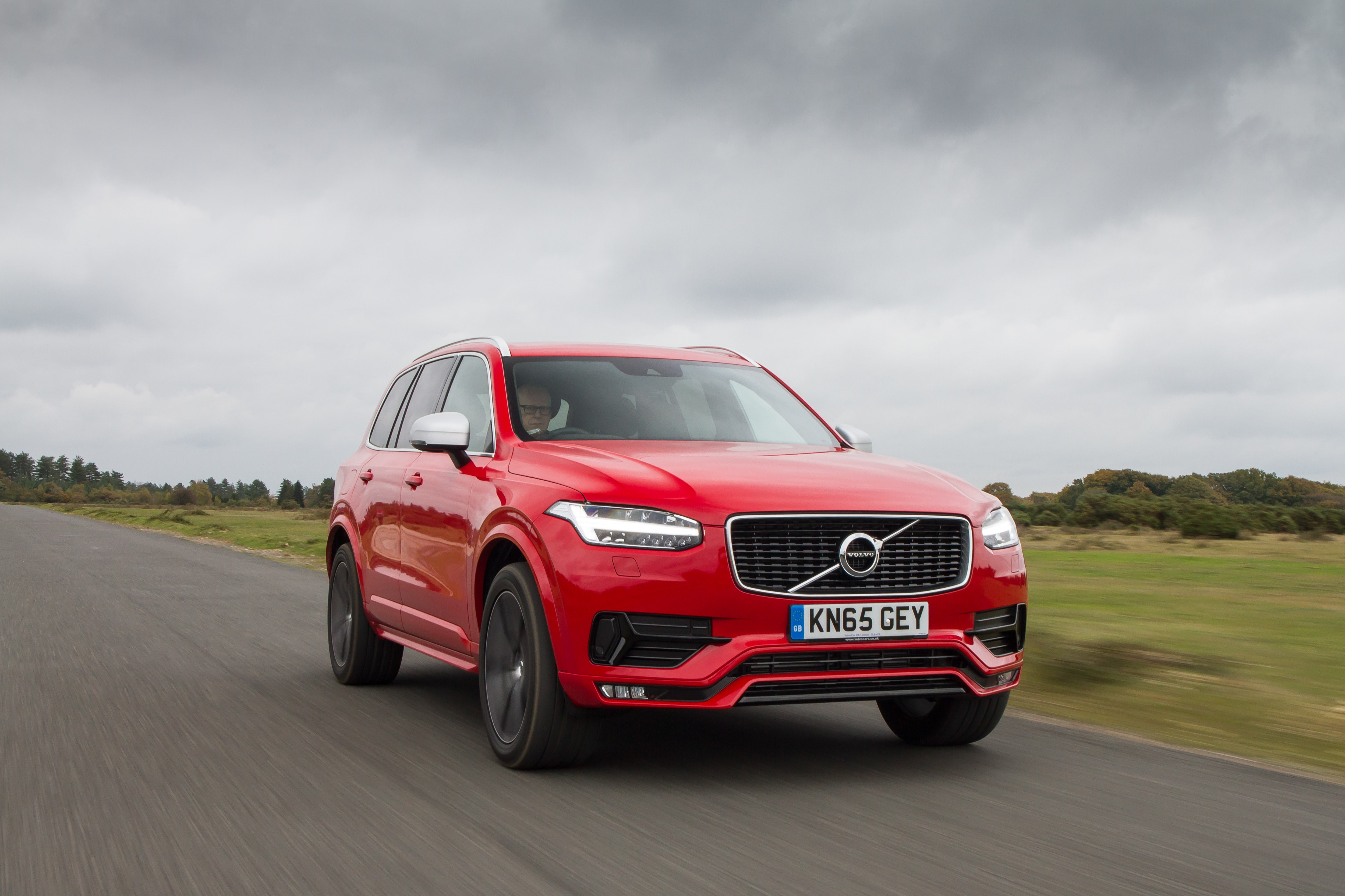 review r report volvo loading two long term images photos design suv