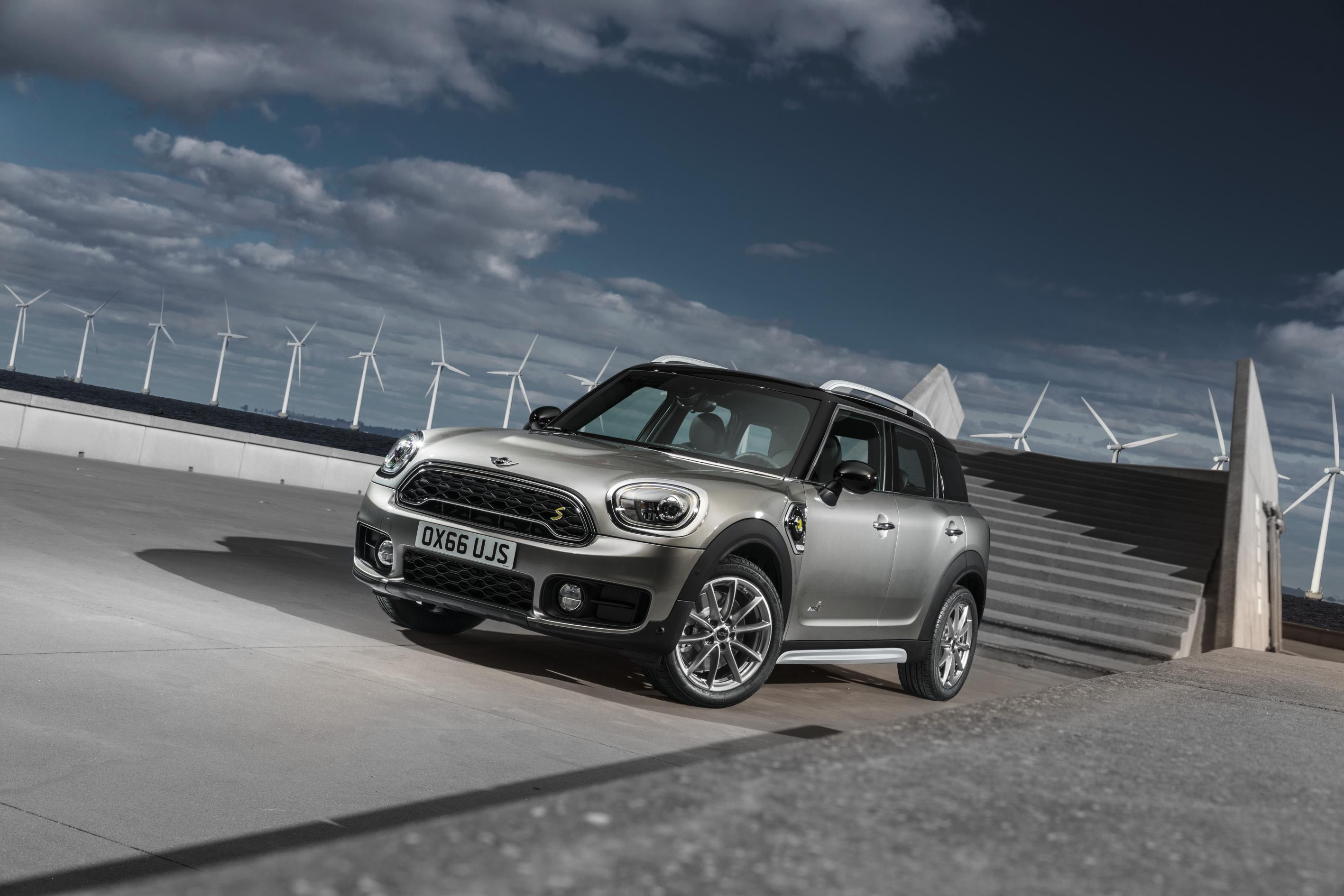 new mini countryman plug in hybrid is unveiled. Black Bedroom Furniture Sets. Home Design Ideas
