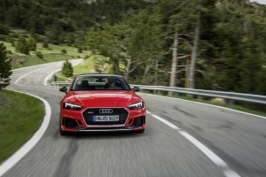 The new Audi RS4 and RS5 Carbon Editions are lighter than standard versions.