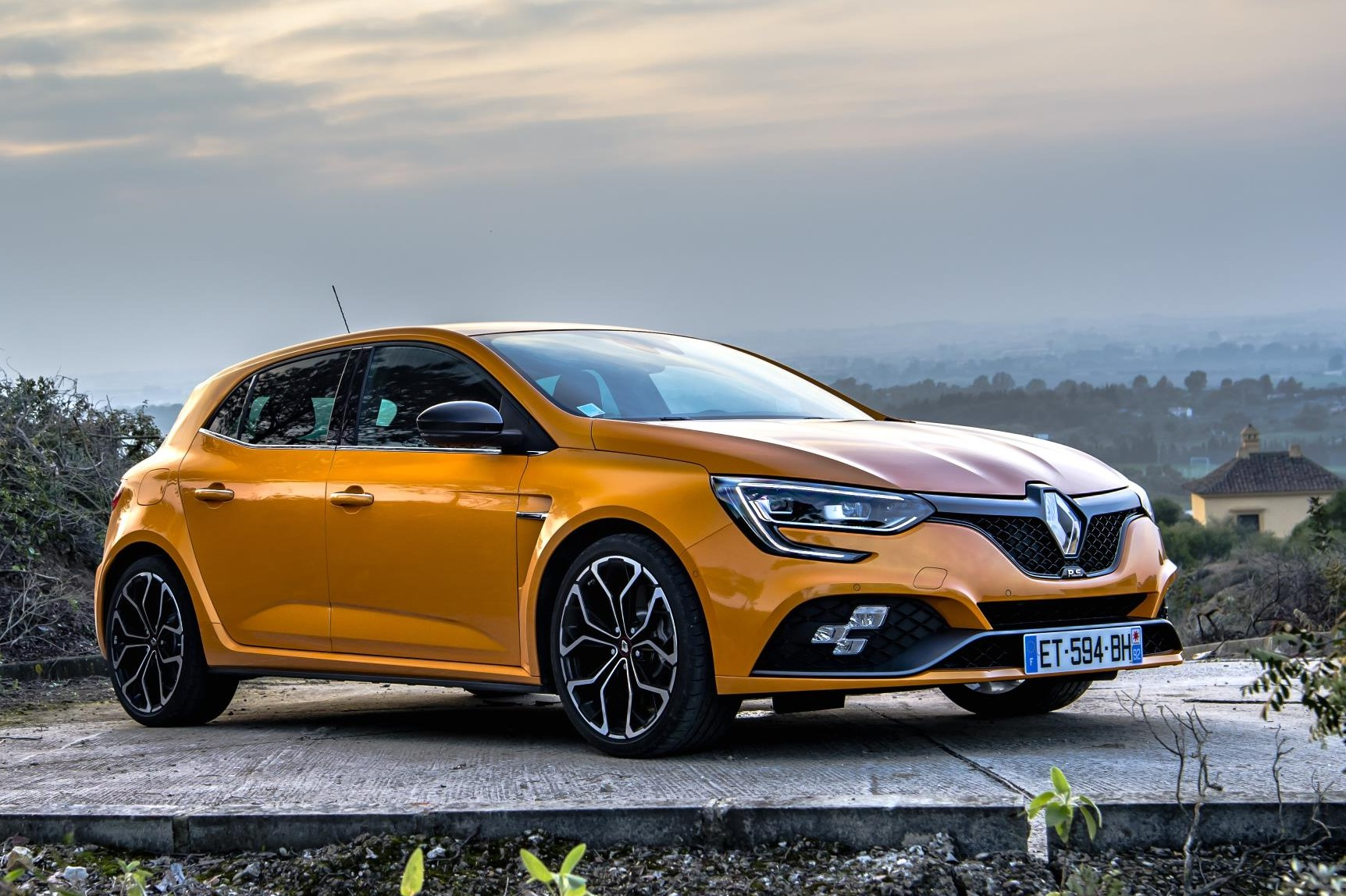 all new renault megane rs takes a bow. Black Bedroom Furniture Sets. Home Design Ideas